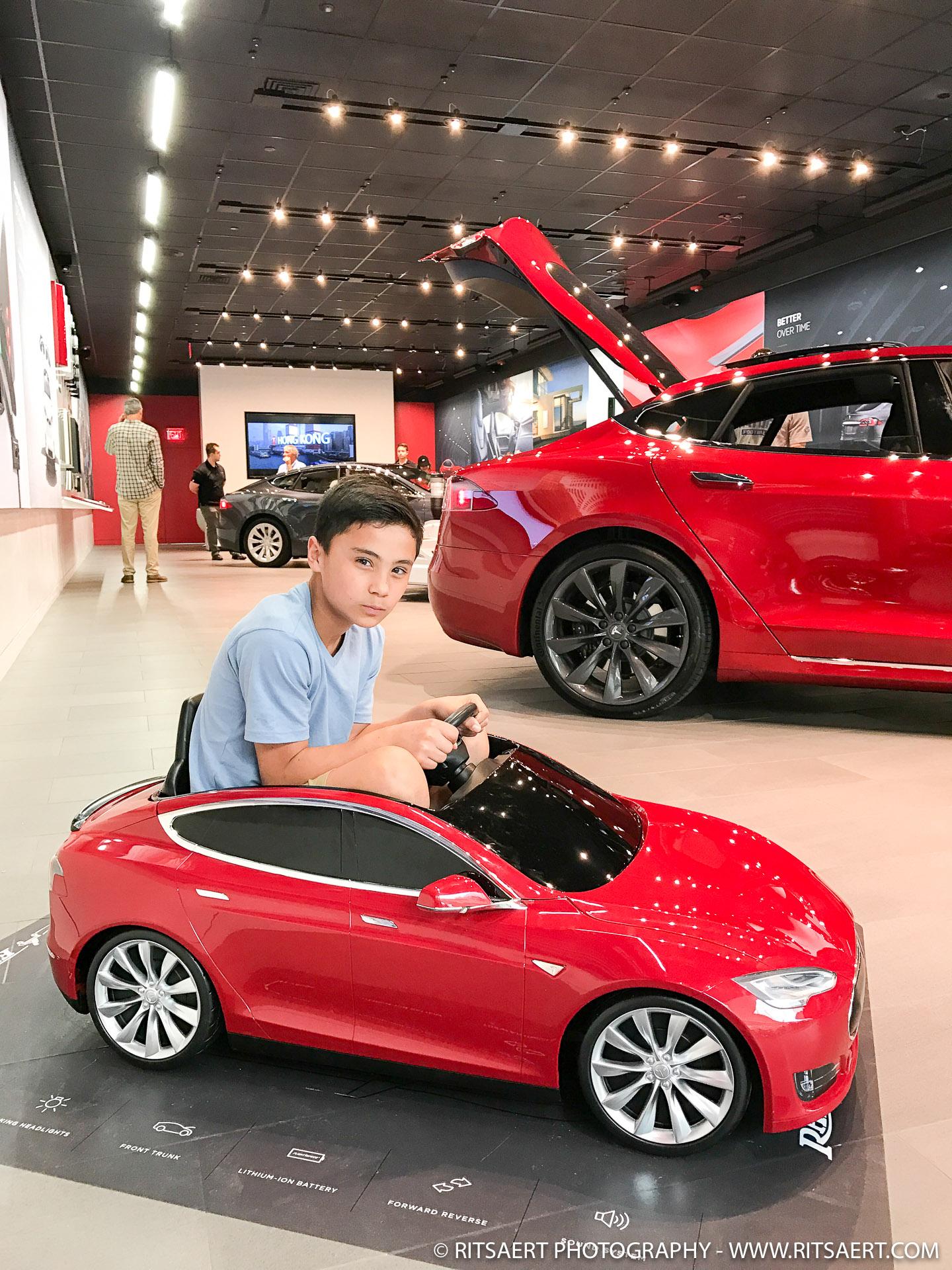 Yo dad!, wanna race? - Tesla - Miami