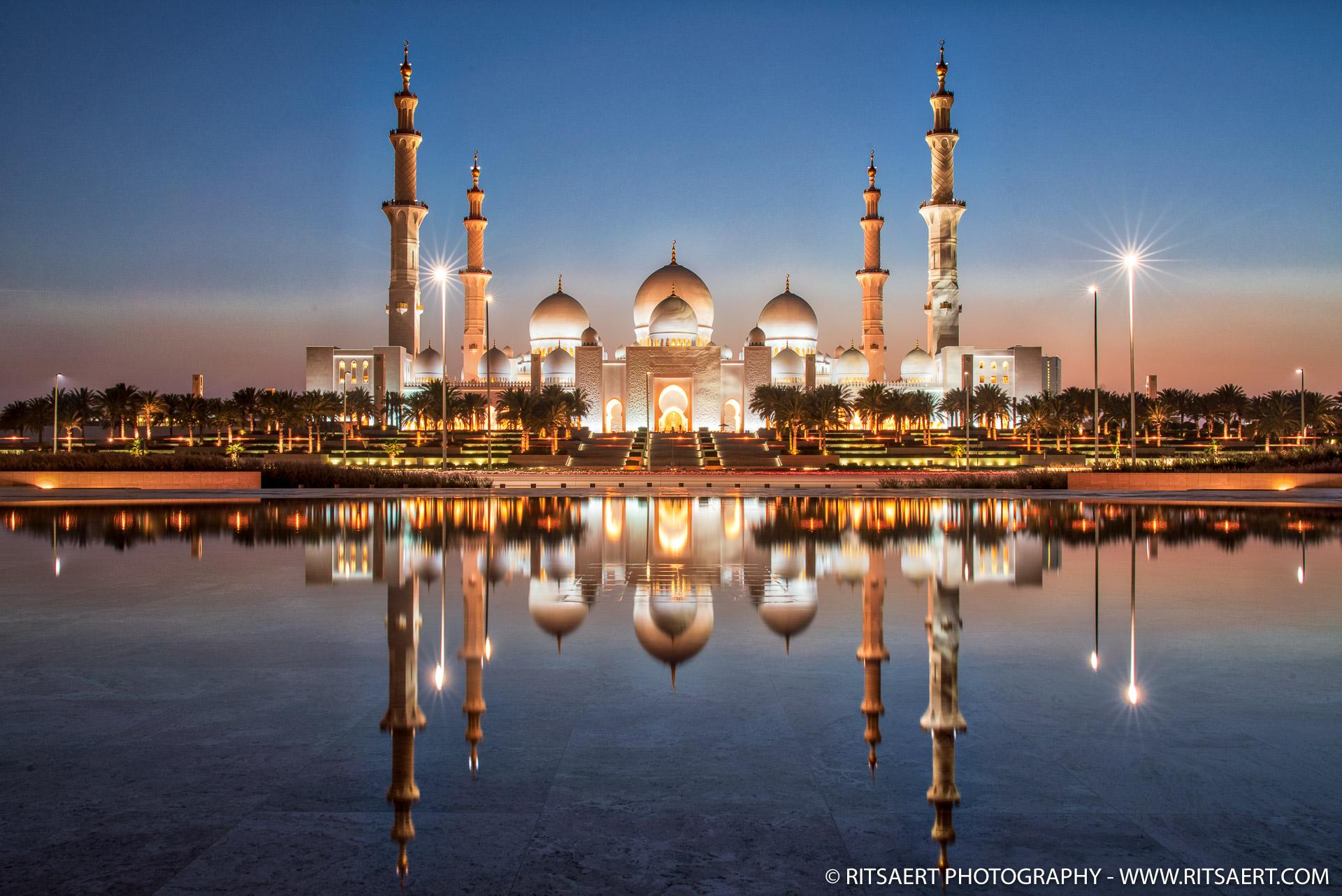 Sunset at Sheikh Zayed Grand Mosque - Abu Dhabi